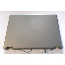 Kryt displaye 6070B0233001 + 6070B0232801 z HP Compaq 6735b vada