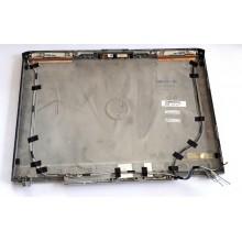 Zadní část krytu displaye 0FP570 / 32GM2LCWI04 z Dell Inspiron 1720